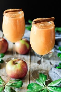 Caramel Apple Mocktail Caramel Apple Mocktail: a show stopping nonalcoholic drink recipe for kids and adults to enjoy. It's a sweet treat made with homemade caramel sauce, cold apple cider, and sparkling ginger beer. Drink Recipes Nonalcoholic, Drinks Alcohol Recipes, Non Alcoholic Drinks, Yummy Drinks, Cocktails, Thanksgiving Drinks Non Alcoholic, Mocktail Drinks, Christmas Drinks Alcohol, Holiday Drinks