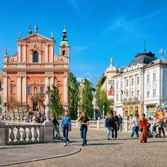 People at Franciscan Church of the Annunciation and Triple Bridge in the historical center of Ljubljana, Slovenia Tulum Hotels, Budapest Things To Do In, Largest Waterfall, European Destination, Slovenia, Dream Vacations, Best Hotels, Cool Places To Visit, Day Trips