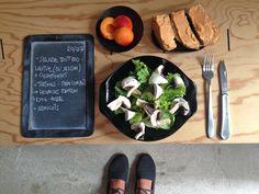 BENTO DU JOUR 20/07/2016 : Salade tout bio : Laitue (du jardin) + champignons - Tartines : Pain complet + houmous au poivron home-made - Abricots