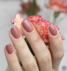 Fall Nail Colors, Nail Polish Colors, Engagement Nails, Flower Girl Photos, Hand Accessories, Skincare Blog, Blush Brush, Bridal Nails, Sorrento
