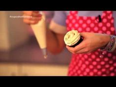 Cómo hacer cupcakes de manzana y caramelo http://ini.es/1uO2vEs #CupcakesDeManzana