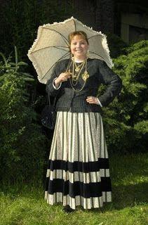 "Info about the Traje de Meia Senhora. The skirt is made of calico, called ""chita"" Portugal, Minho, Folk Costume, Costumes, Rich Family, Church Ceremony, Black Velvet, Folk Clothing, Bride"