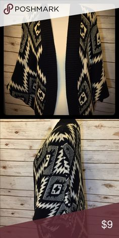 Black and creme Aztec cardigan Pre loved Aztec print cardigans with bat wing sleeves. Very good shape and runs big. Size M Forever 21 Sweaters Cardigans