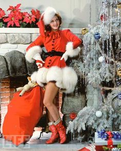 Fashion's Most Wanted: Vintage Christmas pictures - Mary Martin, 1940 Vintage Christmas Photos, Vintage Holiday, Christmas Pictures, Vintage Santas, Noel Christmas, Retro Christmas, Christmas Classics, Christmas Girls, Christmas Outfits