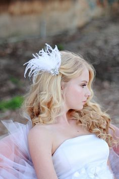 feather hair clip // thelittlewhitedress