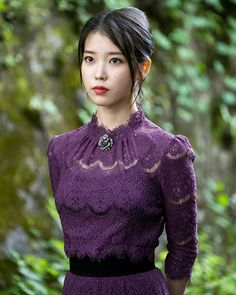 I'm in love with IU's styling in 'Hotel del Luna'! Luna Fashion, Kpop Fashion, Korean Fashion, Japanese Fashion, Korean Beauty, Asian Beauty, Korean Celebrities, Celebs, Korean Girl