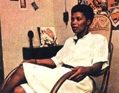 Assassinada às 17 horas há 17 anos. A historiadora negra e ativista do movimento negro,Maria Beatriz Nascimento, recebeu ontem, 17 horas de 28 de janeiro, as homenagens póstumas no Instituto de Pes...