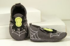 Procrastination Station: Day 2 of the Papertrey Ink August Release stitched spider baby booties
