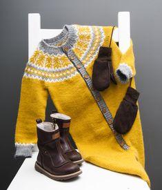Embladressen er en lekker heldress for aktive småttinger. Baby Sweater Knitting Pattern, Baby Knitting Patterns, Baby Boy Outfits, Kids Outfits, Diy Knitting Projects, Baby Barn, Knitted Baby Clothes, Fair Isle Knitting, Clothes Crafts