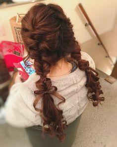 Yumie Tanaka💜: . くるりんぱのツインテール🐰 リボン🎀作ればヘアアクセなしでも🙆✨ これでサンタ🤶着たら可愛いはず😍 . . #hairstyle#hairarrange#hairset#hairmake#ヘアスタイル#ヘアアレンジ#ヘアセット#ヘアメイク#くるりんぱ#くるりんぱアレンジ ... Kawaii Hairstyles, Pretty Hairstyles, Braided Hairstyles, Lolita Hair, Hair Arrange, Hair Setting, Hair Reference, Hair Game, New Hair Colors