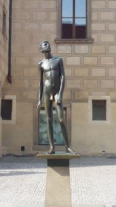 Menino do pinto de ouro - Se você encostar nele, vai ter sorte na vida. Praga | República Tcheca.