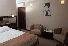 Номер категории «Стандарт» двухместный номер с большой двуспальной кроватью (STANDARD DOUBLE ROOM). Отель