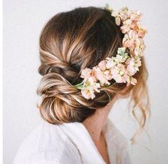 Billedresultat for brudehår med blomster