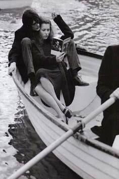"""I libri mi riempivano il cranio e mi allargavano la fronte. Leggerli somigliava a prendere il largo con la barca, il naso era la prua, le righe onde.  (Erri De Luca, da """"I pesci non chiudono gli occhi"""")  #citazioni #libri #errideluca #ipescinonchiudonogliocchi"""
