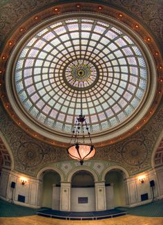 Chicago Cultural Center - Tiffany glass dome and tiled walls make stunning backdrops for pictures!