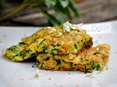 Omelette à l'ail des ours Omelettes, Mets, Quesadilla, Tasty Dishes, Salmon Burgers, Sandwiches, Veggies, Ethnic Recipes, Comme