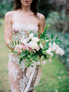 perfectly unstructured #bouquet | Photography: Lauren Kinsey Fine Art Wedding Photography - laurenkinsey.com  Read More: http://www.stylemepretty.com/2014/04/25/spring-bridal-boudoir-wiup/