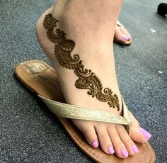 Top handpicked Arabic mehndi designs of Find unique and simple Arabic mehendi designs for hands and legs for weddings. Henna Hand Designs, Mehandi Designs, Mehndi Designs Finger, Legs Mehndi Design, Mehndi Designs For Girls, Mehndi Designs 2018, Modern Mehndi Designs, Mehndi Designs For Fingers, Mehndi Design Pictures