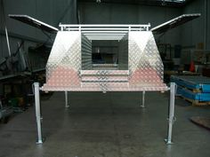 UPR/ALT tool boxes on lift off tray with front gate - No.27