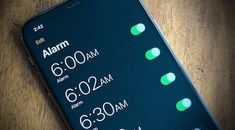 Se non riesci a trovare la funzione giusta e non sai come abbassare il volume sveglia di iPhone, la guida di oggi fa proprio al caso tuo!