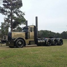 OD Green Peterbilt, shameful nasty paint scheme on a sharp trick triaxle battle wagon.......