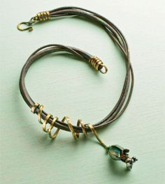 Learn how to make leather jewelry the right way with these 3 FREE leather jewelry making projects including a leather bracelet, earrings and choker.
