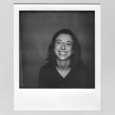 Evelyn auf @polaroidoriginals B&W 600 In meinem neuesten YouTube-Video zeige ich euch wie ihr automatisch Bilder in Lightroom importieren könnt. Das ist zum Beispiel beim Einscannen von #Polaroid und #Instax Bildern super hilfreich. Genießt den sonnigen Sonntag 😊☀️ #sofortbild #portrait #polaroidoriginals #analogphotography #photography #fotografie
