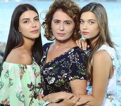 hanım ve kızları Best Series, Tv Series, Art Style Challenge, Medium Curly, Turkish Beauty, Turkish Actors, Couple Pictures, Fashion Art, Actors & Actresses