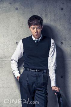 Kang Dong Won - Cine21 Magazine No.963