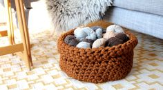 Giant basket - Pickles Fat & Happy Yarn Can try Drops Eskimo Super Chunky Yarn or Hoooked Zpagetti T-shirt yarn Diy Crochet Basket, Crochet Bowl, Knit Basket, Free Crochet, Crochet Yarn, Crochet Home Decor, Crochet Crafts, Yarn Crafts, Knitting Projects