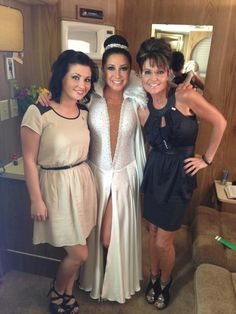 WILLOW & BRISTOL & SARAH PALIN Sarah Palin, Bridesmaid Dresses, Prom Dresses, Formal Dresses, Wedding Dresses, How To Lose Weight Fast, New Hair, Bristol, Backstage