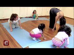 Yoga Niños - Para jugar y estudiar mejor - YouTube Chico Yoga, Baby Yoga, Mindfulness For Kids, Pilates Video, Ashtanga Yoga, Yoga For Kids, Easy Workouts, Physical Activities, Teaching Kids