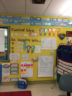 Classroom Calendar, Classroom Board, 4th Grade Classroom, Classroom Setup, Classroom Design, Classroom Displays, Kindergarten Classroom, Classroom Organization, Teaching Displays