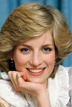 Charles Spencer says Princess Charlotte Elizabeth Diana's name is 'perfect' - Photo 1 Princess Diana Hair, Princess Diana Pictures, Princess Diana Family, Princess Of Wales, Charlotte Name, Princess Charlotte, Princess Diana Conspiracy, Short Hair Styles, Natural Hair Styles