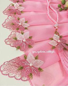 HUZUR SOKAĞI (Yaşamaya Değer Hobiler) Crochet Organizer, Saree Tassels, Stylish Dress Designs, Point Lace, Needle Lace, Thread Work, Bargello, Scarf Styles, Crochet Flowers