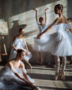 Ballerina Art, Ballet Art, Ballet Dancers, Ballerinas, Ballet Pictures, Dance Pictures, Ballet Painting, Ballet Fashion, Ballet Photography