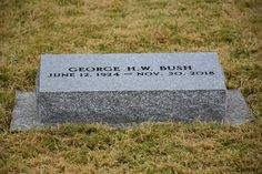 Photos of George Herbert Walker Bush - Find A Grave Memorial American Presidents, Us Presidents, Cemetery Statues, Cemetery Art, Famous Tombstones, Hollywood Forever Cemetery, Joining The Navy, Bush Family, Famous Graves