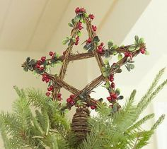 Blog has links to LOTS of DIY star crafts for Christmas. #countrywoman #merrychristmas