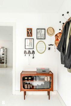 Uniwersalna szafka na buty - zdjęcie od cleo-inspire - Hol / Przedpokój - Styl Skandynawski - cleo-inspire