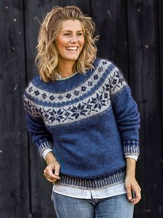 Sweater med stjernebort i Håndværksgarn Fair Isle Knitting Patterns, Jumper Patterns, Fair Isle Pattern, Sweater Knitting Patterns, Hand Knitting, Icelandic Sweaters, Nordic Sweater, Pulls, Knit Crochet