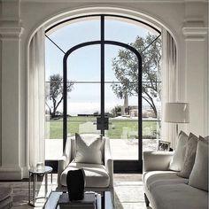 Traditional Interior Design Ideas For A Beautiful Home Classic Interior, Modern Interior, Home Interior Design, Italian Interior Design, Traditional Interior, Traditional Design, Architecture Design, Interior Design Inspiration, Style At Home