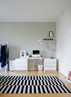 Painted the wall. Color Palet, Home Office Organization, Grey Walls, Decoration, My Dream Home, Office Desk, Bedroom Decor, Living Room, Interior Design