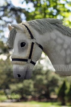 Hobby Horse Bridle - Hobby Ideen Deutsch - Hobby To Try In Your - Crafty Hobby Hobbies For Couples, Cheap Hobbies, Hobbies For Women, Hobbies To Try, Hobby Lobby Flowers, Hobby Lobby Crafts, Stick Horses, Horse Bridle, Horse Accessories