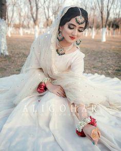 Indian Wedding Gowns, Asian Bridal Dresses, Party Wear Indian Dresses, Pakistani Wedding Outfits, Indian Bridal Outfits, Pakistani Wedding Dresses, Wedding Dresses For Girls, Teen Dresses, Pakistani Bridal Makeup