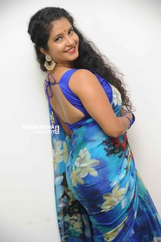 Shubha poonja erotic cleavage queen Bollywood and tollywood with her curvy body Show. Hot and sexy Indian actress very sensuous thunder thig. Floral Print Sarees, Saree Backless, Thing 1, Elegant Saree, Most Beautiful Indian Actress, Indian Beauty Saree, Indian Models, Beautiful Saree, India Beauty
