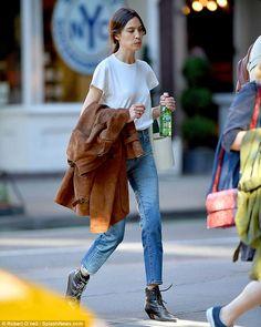 44 Ideas for fashion inspo outfits alexa chung Cool Street Fashion, Trendy Fashion, Tokyo Fashion, Alexa Chung Street Style, Casual Outfits, Fashion Outfits, Fashion Tips, Fashion Bloggers, Street Style 2018