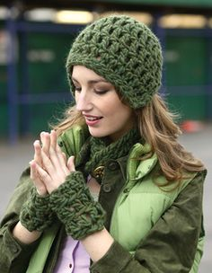 Free easy to crochet hat and accessories pattern