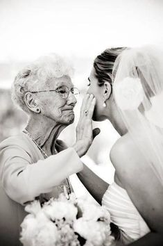 Wedding Photography - Easy Steps To Get The Perfect Wedding Ceremony Wedding Scene, Dream Wedding, Wedding Day, Wedding Beach, Wedding Ceremony, Wedding Shot List, Wedding Favours, Wedding Tips, Trendy Wedding