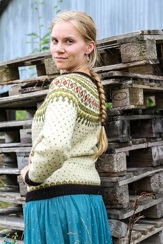 Ravelry: Lillepote's Veme jacket I love the colors in this sweater. Fair Isle Knitting Patterns, Fair Isle Pattern, Knitting Stitches, Hand Knitting, Drops Design, Drops Karisma, Belle Epoque, Ravelry, Drops Baby
