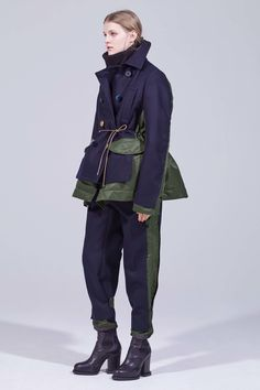 Sacai Pre-Fall 2018 Fashion Show Collection: See the complete Sacai Pre-Fall 2018 collection. Look 40 1950s Fashion, Fashion News, Fashion Brands, Fashion Stores, Women's Fashion, Kids Fashion Show, Fashion Show Collection, Army Look, Look Star